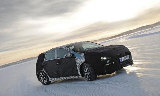 O Thierry Neuville δοκιμάζει το νέο Hyundai i30 (vid)