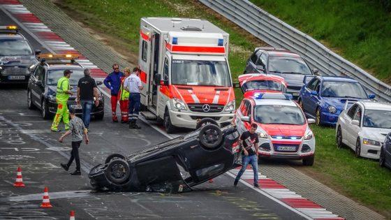 Οδηγός τουμπάρει το Honda Civic του στο Nurburgring (vid)