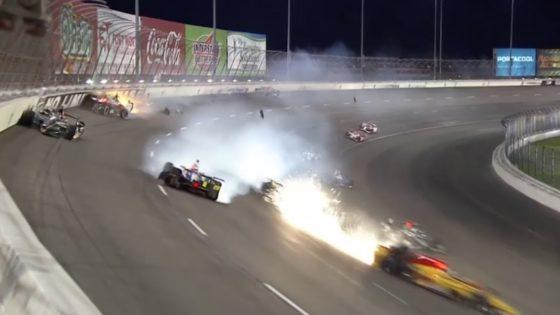 Τρελή καραμπόλα με 8 μονοθέσια στο Indycar (vid)