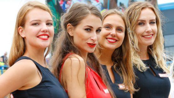 Τα κορίτσια του MotoGP επέστρεψαν στον αγώνα του Assen (pics+vid)