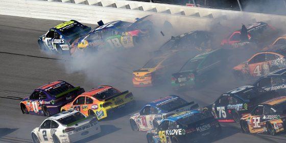 Τρελές συγκρούσεις είχαμε πάλι στο NASCAR (vids)