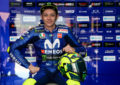 Ανανέωσε με την Yamaha o Rossi και το γιόρτασε με νέο σχεδιασμό στο κράνος (pics)