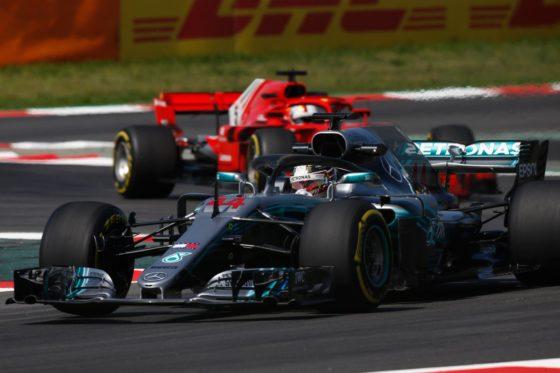 Hamilton: «Η Ferrari κάνει πιθανότατα sandbagging»