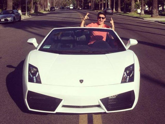 Αρκεί μια Lamborghini να κερδίσει τη καρδιά μιας γυναίκας; (video)
