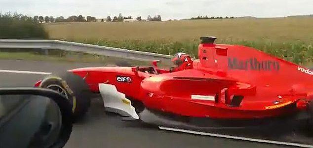 H αστυνομία ψάχνει τον θεούλη που βγήκε για βόλτα με μονοθέσιο στυλ Formula 1 (vid)
