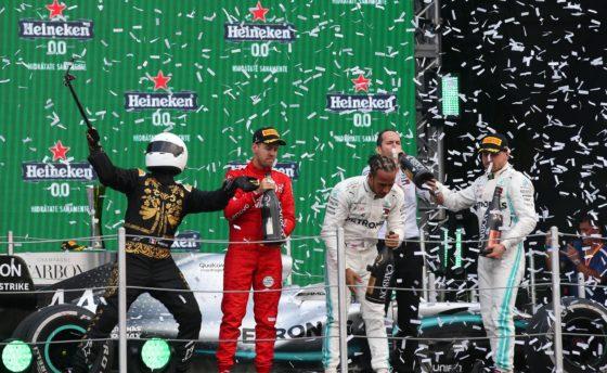 Vettel: «Ντροπή να παίρνεις αυτά τα σκ@τά και  βαρετά τρόπαια»