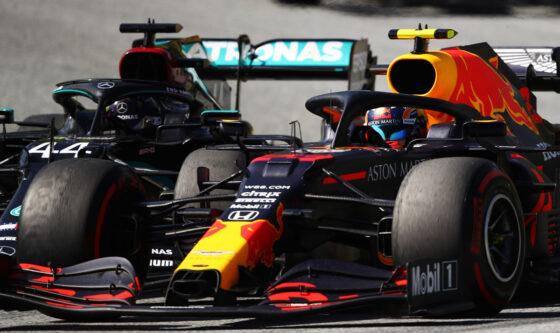 Hamilton και Albon διαφωνούν για την επαφή τους στον αγώνα